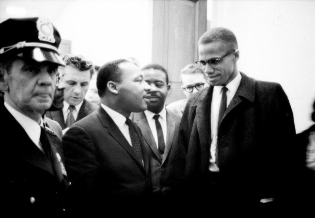 Martin Luther King and Malcolm X waiting for press conference on March 26, 1964 (Photo: Marion S. Trikosko)