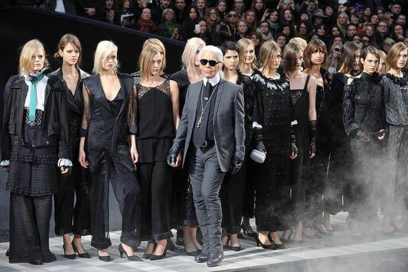 karl-lagerfeld-chanel-runway-paris-fashion-ctifaknsru1l