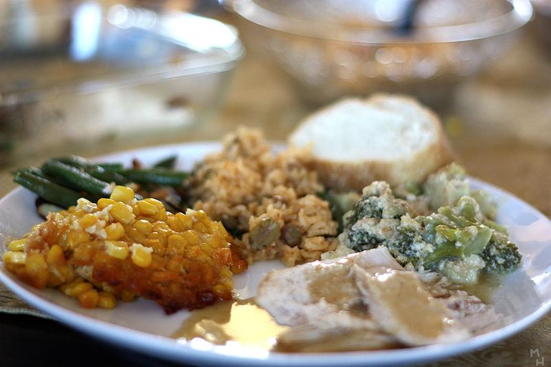 800px-Thanksgiving_Dinner_Marcus_Quigmire_Florida_USA